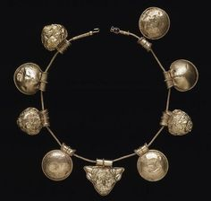 beautyandcuriosity:  ANCIENT GOLD ETRUSCAN NECKLACE 400-350 B.C.