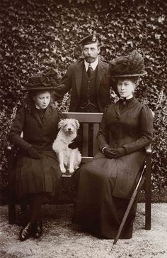 Princess Mary with the King George and Queen Mary - Princess Mary looks like Princess Anne!