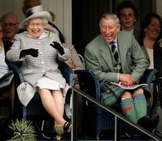 Queen Elizabeth II and Prince Charles, The Prince of Wales laugh as they watch competitors during the Braemar Gathering at the Princess Royal and Duke of Fife Memorial Park on September 2006 in. Get premium, high resolution news photos at Getty Images Prinz Philip, Prinz Charles, Charles Charles, Queen Elizabeth Laughing, Queen Elizabeth Ii, Hm The Queen, Her Majesty The Queen, Palais De Buckingham, English Royal Family