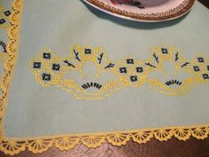 Antq/Vintage HANDMADE CROSS STITCH EMBROIDERY GREEN COTTON RUNNER-YELLOW CROCHET