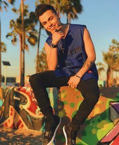 #MCM Latin Pop Singer & Actor @rkartista looking striking vibrant for this fun press photo shoot. Groomed by @creativevisualarttists Celebrity Hair Stylist Anthony Lillio (@thelilliotheory ). Check out more of Anthony's work at http://www.creativevisualartists.com/anthony-lillio.html • Bookings: Cassie@CreativeVisualArtists.com • • #ManCrushMonday #Latin #Pop #Singer #Artist #Performer #RKArtista #Striking #Vibrant #onpoint #Fun #Press #Photoshoot #Shoot #Groomed #Hair #HairStylist #Stylist…