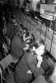 [DB를 열다] 1967년 전화국에서 근무중인 전화교환원 | Daum 미디어다음