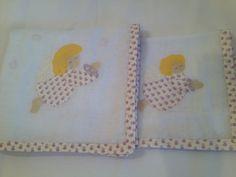 Enxoval de Bebe- Fralda de ombro (0,70 x 0,70cm) e babeiro Confeccionado por Maete Atelier www.facebook.com/maete.atelier teresi@globo.com