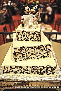 love this disney mickey and minnie cake! Geek Wedding, Trendy Wedding, Dream Wedding, Wedding Ideas, Wedding Disney, Disney Weddings, Wedding Decor, Wedding 2015, Wedding Stuff