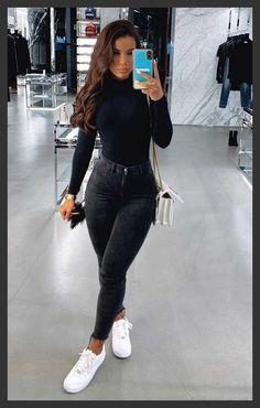Básica e cool no inverno: 10 propostas de looks - Blusa preta de manga, blusa de gola alta, calça skinny preta, tênis branco, bolsa branca de corrente Source by lillykayajogalitzki ideas ideen ideen männer Basic Outfits, Cute Casual Outfits, Simple Outfits, Stylish Outfits, Cute Everyday Outfits, Jean Outfits, Cute Outfits With Jeans, Black Ripped Jeans Outfit, Yoga Outfits