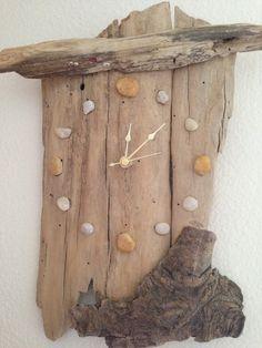 Κ ομμάτια  ξύλου που θα βρείτε ξεβρασμένα  στην παραλία , κομμάτια από παλέτες , απλές σανίδες, κομμάτια από κάθε είδους ακατέργαστο...