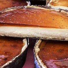 Tarta de queso a la gallega New Recipes, Favorite Recipes, Cheesecakes, Fine Dining, Hot Dog Buns, Sweets, Baking, Desserts, Food
