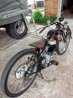 In a situation like this, you will have the ability to use the battery powered bicycle to your benefit Vintage Motorcycles, Custom Motorcycles, Custom Bikes, Vespa, Gas Powered Bicycle, Bicycle Engine, E Biker, Motorized Bicycle, Bicycles