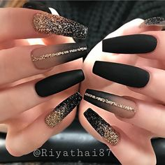 Elegant Rhinestones Coffin Nails Designs We have collected 130 + elegant Rhinestones coffin nails for you. Enjoy these beautiful nail art and welcome your Inspiration erupted! Black Acrylic Nails, Black Coffin Nails, Best Acrylic Nails, Stiletto Nails, Gel Nails, Black Glitter Nails, Matte Black Nails, Black Ombre Nails, Matte Nail Art