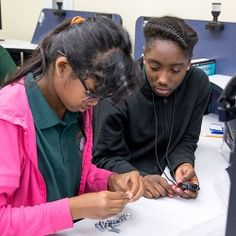 Pitsco labs raise up low-performing schools/students, are excellent teachers, have challenging content, prepare for college and careers in the future, and carry out promising practices. #PitscoLabs #STEM
