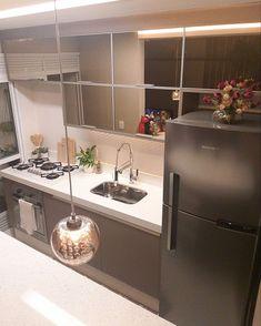 Condo Kitchen, Home Decor Kitchen, Kitchen Furniture, Kitchen Design, Furniture Design, Cozy Apartment Decor, Kitchen Organization, Colorful Decor, Decoration