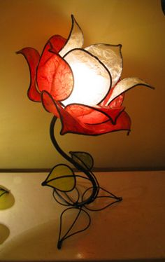 Custom Made Italian Red Rose Table lamp Flower Lamp, Flower Lights, Stained Glass Lamps, Antique Chandelier, Candle Lanterns, Beautiful Lights, My New Room, Cool Lighting, Decoration
