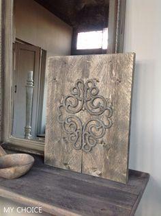 Stoer ornament gemaakt van een rubberen mat en steigerhout: