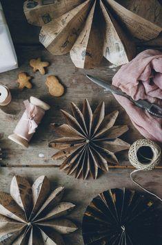 Paper stars – a DIY guide Paper stars – a DIY guide Winter Wonderland Christmas, Christmas Mood, Christmas Paper, Gold Christmas, Xmas, Christmas Makeup, Minimal Christmas, Natural Christmas, Simple Christmas