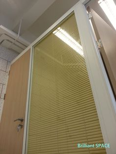 Glass System Wall 中文大學 (不上頂裝置,雙層清玻璃屏風-內置百葉 Double Clear Glass Panel with blind) 6