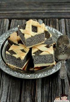 Makowiec z jabłkami Polish Desserts, Polish Recipes, Cookie Desserts, No Bake Desserts, Polish Food, Sweet Recipes, Cake Recipes, Dessert Recipes, Cake Slicer
