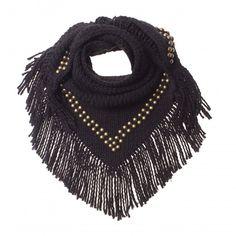 B.Loved | Sjaal | Studs | Jet Black *** Stoere gebreide triangle sjaal met studs, verkrijgbaar in de kleuren zwart, blauw en grijs. Afmeting L 125 cm H 65 cm. Exclusief franje van 10 cm.