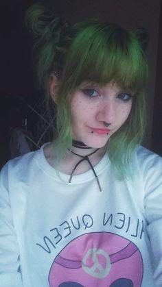 Green hair ♥ Piercing ♥ Snake bites ♥ Septum ♥