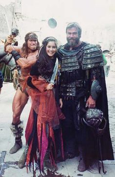 Arnold Schwarzenegger as Conan with Sven-Ole Thorsen as Togra behind the scenes on the set of Arnold Schwarzenegger, Sven Ole Thorsen, Arnold Movies, Conan The Barbarian 1982, Conan O Barbaro, Conan The Destroyer, Fantasy Movies, Fantasy Art, Pulp