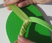 How to Make Ribbon Wrapped Flip Flops One Pinner said: (I'm going to use rather than hot glue) Ribbon Flip Flops, Bling Flip Flops, Wedding Flip Flops, Beach Flip Flops, Flip Flop Shoes, Flip Flops Diy, Ribbon Wrap, Diy Ribbon, Flip Flop Craft
