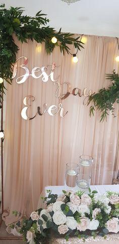 Nude champagne wedding theme greenary garland best day ever Minimalist Wedding Decor, Quirky Wedding, Champagne Wedding Themes, Beige Wedding, Dream Wedding, Wedding Ceremony Decorations, Wedding Backdrops, Summer Wedding Colors, Wedding Mood Board