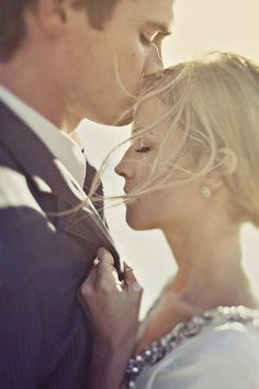 sweetest forehead kiss in real weddings http://www.smyblog.com/