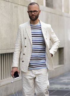 白シアサッカーダブルジャケット×パンツのセットアップ×ボーダーTシャツ   メンズファッションスナップ フリーク   着こなしNo:119076
