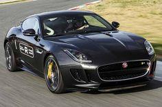 Jaguar F-Type Coupé R, il video in pista - Bella e scatenata con i 550 cavalli del V8 #jaguar   http://www.auto.it/2014/01/17/jaguar-f-type-coupe-r-il-video-in-pista/18237/
