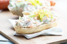 Der Karottendip passt perfekt auf ein gutes Stück Brot oder zu Kräckers. Ein Rezept - schnell in der Zubereitung und vitaminreich.