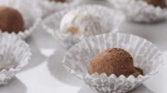 Simple white chocolate ganache truffles with some dark spiced rum mixed in. Perfect for the holiday season! Flourless Chocolate, Melting Chocolate, Rum Truffles, White Chocolate Ganache, Truffle Recipe, Spiced Rum, Sweet Tooth, Deserts, Sweets