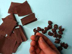 Sonnenblumen mit Handabdruck   Basteln & Gestalten Candy, Chocolate, Diana, Food, Hand Prints, Sunflowers, Summer, Essen, Chocolates