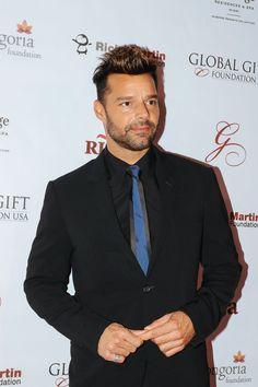 En 2015 Ricky lució un atuendo formal para una cena .