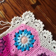 Scalloped border. Free instructions from cypresstextiles.com