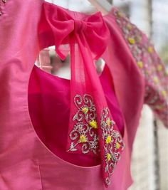 Netted Blouse Designs, Simple Blouse Designs, Blouse Back Neck Designs, Stylish Blouse Design, Bridal Blouse Designs, Long Dress Design, Hand Work Blouse Design, Sleeves Designs For Dresses, Saree Blouse