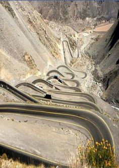 Cordilheira dos Andes- Chile. Beautiful Roads, Beautiful Places, Yungas Road, Places To Travel, Places To See, Earth View, Highway Road, Dangerous Roads, Beau Site