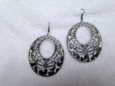 OVAL LEOPARD PRINT WITH FLORAL CUTOUT EARRING