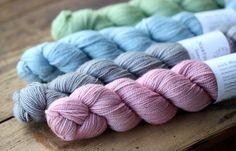 Crochet Socks, Knit Crochet, Knots, Diy And Crafts, Christmas Cards, Throw Pillows, Knitting, Kissa, Crocheting