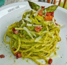 Spaghetti con crema di asparagi, pancetta e pecorino