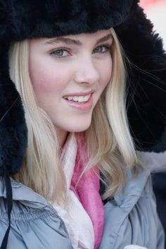 Anna Sophia Robb as Veronica