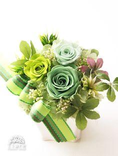 Floral Centerpieces, Wedding Centerpieces, Floral Arrangements, How To Wrap Flowers, How To Preserve Flowers, Shabby Flowers, Flower Boxes, Green Flowers, Rose