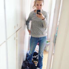 Mirrorselfie wading through piles of laundry.  wearing my Linden Sweatshirt because summer in the Netherlands is done  already (nooooo!) #lindensweatshirt #grainlinestudio #memademay #memademay16 #memademay2016 #mmm16 #mmmay16 #isew #ilovesewing #sewing #laundry #mirrorselfie #naaien #naaienisleuk #diy #handmade #handmadeclothes by __niki_