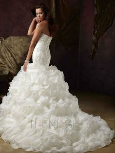 Cute Trumpet / Mermaid Sweetheart Chapel Train Organza Wedding Dress