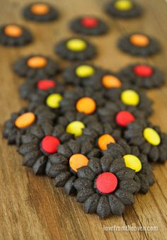 would be cute with yellow dough and a chocolate M&M- like sunflowers