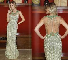 Oi meninas! O post de hoje está caprichadíssimo! São 20 vestidos de festa longos da coleção verão da Dilles Prime, uma grife mineira espec...