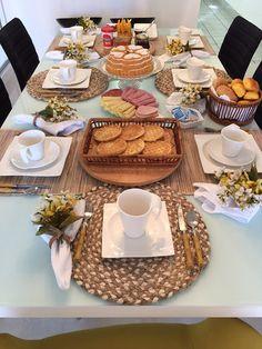 Domingo foi aniversário do Maridón e resolvemos fazer um café da manhã em família, tem coisa mais gostosa para começar o dia? Orga...