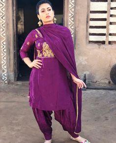 Stylish Dress Book, Stylish Dresses, Simple Dresses, Fashion Dresses, Punjabi Fashion, Indian Bridal Fashion, Designer Punjabi Suits, Indian Designer Wear, Indian Suits