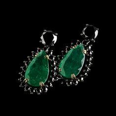 Emerald and black diamonds earrings