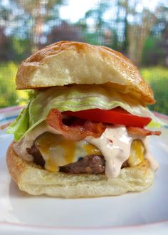 Chipotle Ranch Burgers - hamburger meat, Ranch and pureed chipotles - grill or pan cook the burgers, top with a yummy Chipotle Ranch… I Love Food, Good Food, Yummy Food, Hamburgers, Cheeseburgers, Ranch Burgers, Beef Recipes, Cooking Recipes, Hamburger Recipes