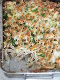 Pasta i mornaysovs med kylling, broccoli og porrer (Beetroot Bakery) Pizza Snacks, Food Crush, Food Humor, Beetroot, Pasta Dishes, Lunch Recipes, Food Inspiration, Food Porn, Food And Drink