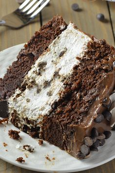 Oreo Cheesecake Chocolate Cake, so decadent chocolate cake recipe. Oreo cheesecake sandwiched between two layers of soft, rich and fudgy chocolate cake. Just Desserts, Delicious Desserts, Dessert Recipes, Cupcake Recipes, Decadent Chocolate, Chocolate Desserts, Cake Chocolate, Chocolate Lovers, Chocolate Lasagna